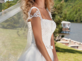 "Wedding Dress ""Adelita"" by Oksana Mukha R 9 875 35 % OFF – (Before price: R 15 190)"